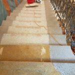 čistíme kamenné schodiště